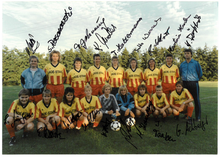 Teamfoto mit Unterschriften