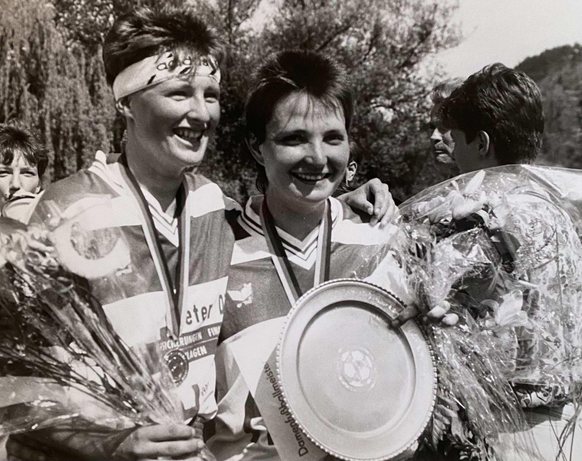 Die BSG Uni Jena mit der DDR-Meisterschale 1991