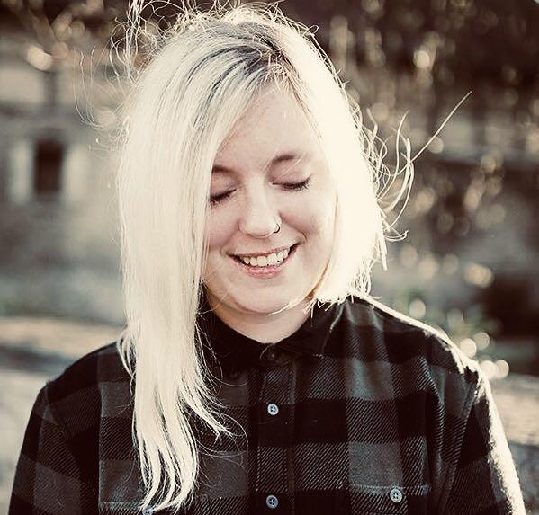 Jasmina Schweimler vom FRÜF-Podcast