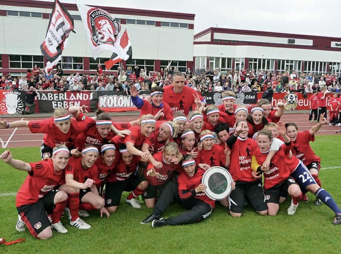 Doreen Meier als Trainerin beim Aufstieg von Bayer Leverkusen